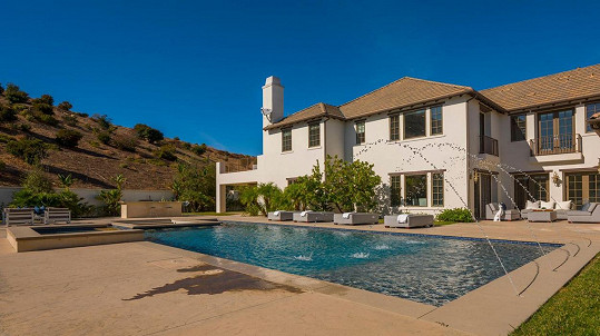 Katie Holmes prodala dům v Calabasas.