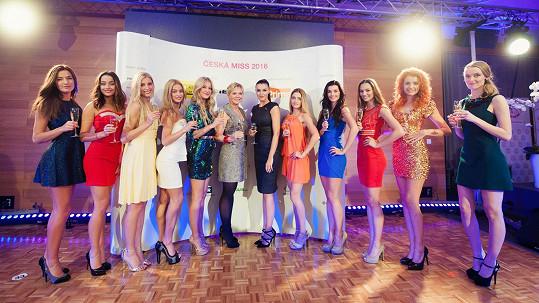 Finalistky České Miss 2016 s Krplovou a Kubelkovou. Více ve fotogalerii