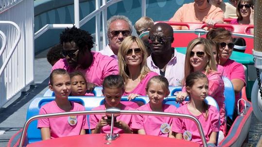 Heidi Klum vyrazila se svými dětmi a bývalými láskami do Disneylandu.