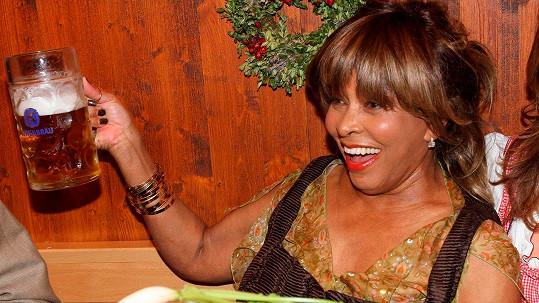Babička Tina Turner na Oktoberfestu