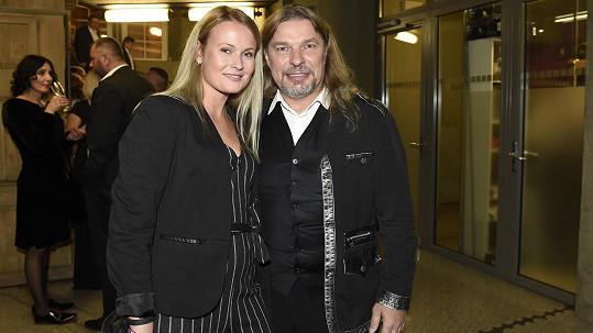 Petr Kolář dorazil na premiéru muzikálu Doktor Ox s přítelkyní Lenkou.