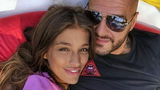 Jasmina Alagič a Rytmus za svou lásku schytávají kritiku.