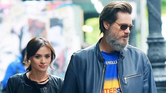 Jim Carrey je sebevraždou bývalé přítelkyně zdrcen.