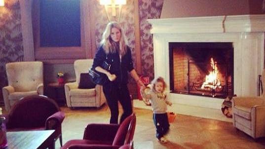Simona se synem Maxem v luxusním hotelu