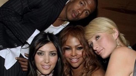 Nick Cannon se podělil o archivní záběr s Kim Kardashian, Lil Kim a Paris Hilton.
