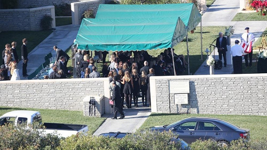 Poslední rozloučení s Paulem Walkerem jen pro nejbližší rodinu a přátele.