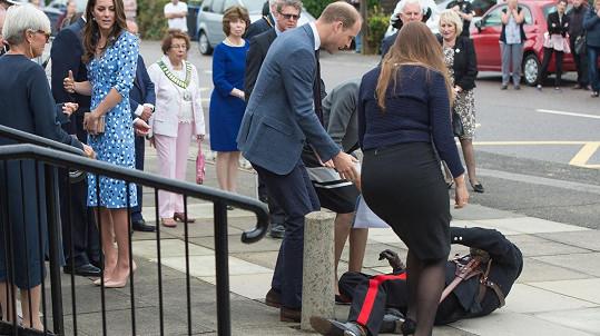 Vice Lord Lieutenant Jonathan Douglas-Hughes návštěvu školy královskému páru neplánovaně zpestřil...