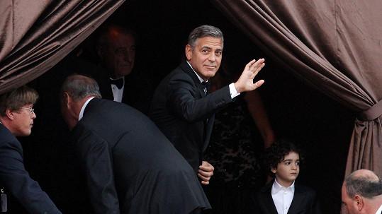 Poslední pozdrav svobodného mládence Clooneyho.