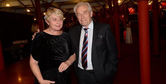 Alois Švehlík s manželkou na premiéře Fantoma opery