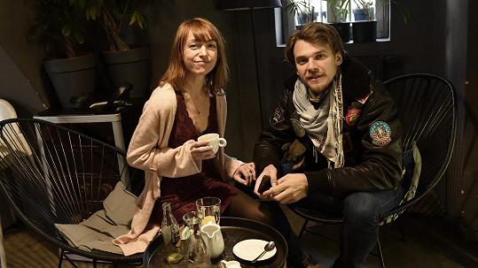 Táňa a Vojta na tiskové konferenci k divadelnímu představení MEDA