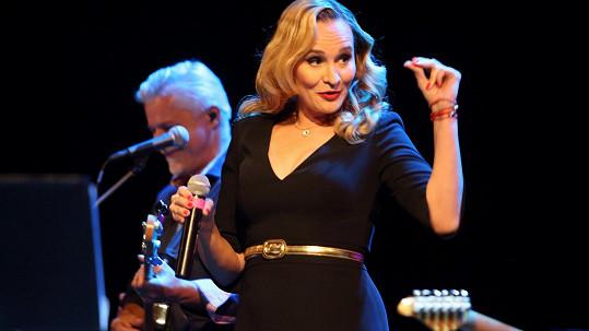 Monika, která zhubla po porodu už 25 kilo, oslavila čtyřicáté narozeniny koncertem.....