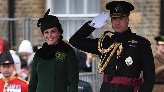 Kate a William na vojenské přehlídce
