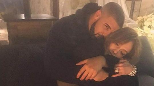 Valentýna už spolu nejspíš Jennifer a Drake neoslaví.
