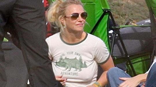 Britney se obejde bez podprsenky.