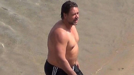 Russell Crowe na dovolené v Řecku.
