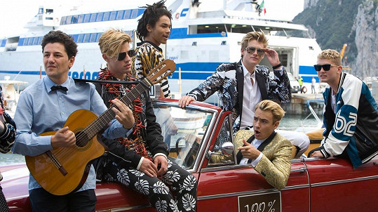 Tahle kampaň pro značku Dolce a Gabbana bude asi hodně cool...