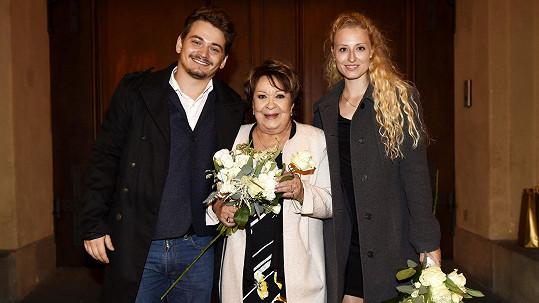 Jiřina Bohdalová se pochlubila vnukem Vojtou a jeho přítelkyní.
