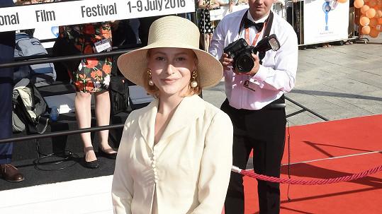 Anna Fialová si spletla filmový festival s dostihy.