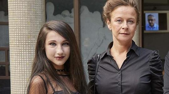 Natálie Grossová se svou filmovou matkou Petrou Špalkovou