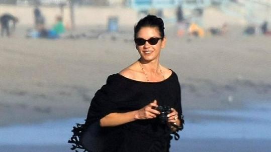 Catherine Zeta-Jones stále patří mezi nejkrásnější herečky.