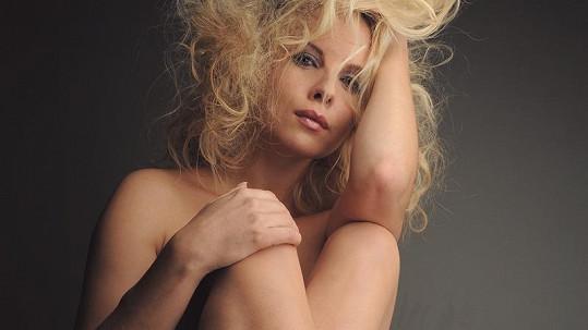 Kateřina Kristelová opět nahá.