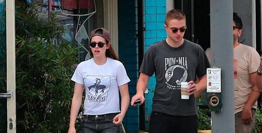 Kristen a Robert na nedávné procházce v Los Feliz.