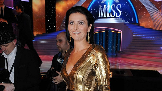 Michaela Maláčová si oblékla pořádně těžké šaty.