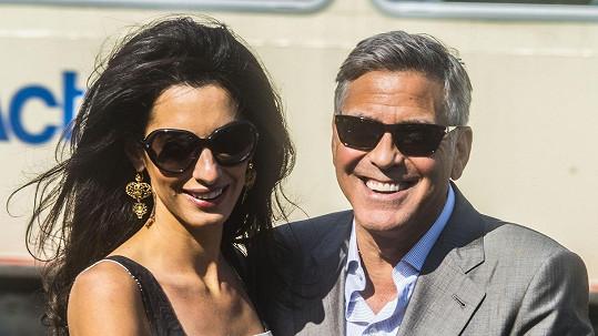 George a Amal včera zářili štěstím.