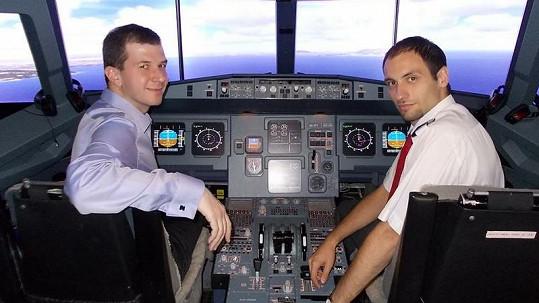 Týden před nepříjemným zážitkem byl Jakub na trenažéru stejného typu letadla, jakým pak letěl z Londýna.