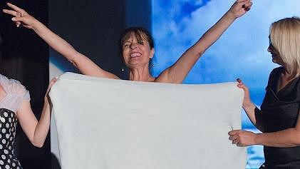 Jana Krausová se ukázala nahá v inscenaci Ženy přežijí.