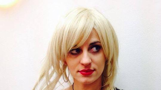 Markéta Procházková bude hrát v blond paruce roli Lucie Vondráčkové.