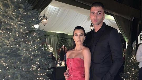 Kourtney Kardashian je znovu ve vztahu s Younesem Bendjimou.
