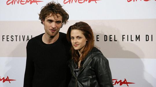 Kristen Stewart a Robert Pattinson byli hojně obletovaným slavným párem.