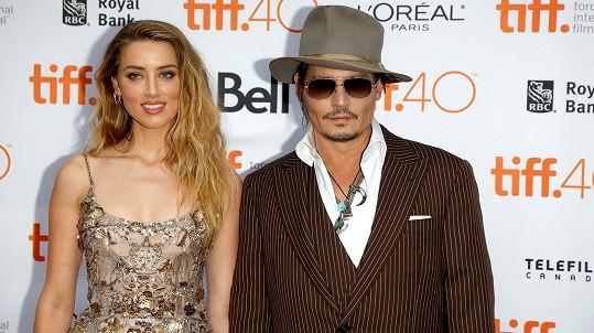Johnny Depp žaluje svou bývalou Amber Heard.