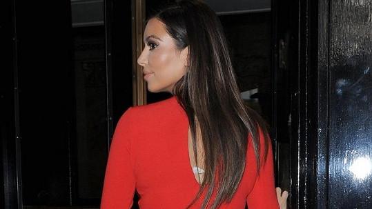 Kim předvedla perfektní křivky.