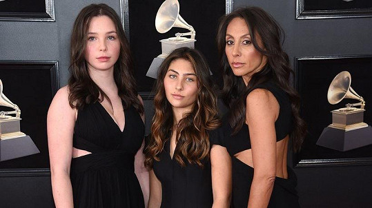 Vicky Karayiannis dorazila na Grammy s dcerami Lily a Toni.