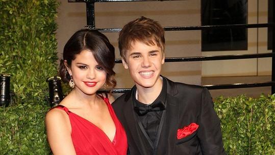 Selena Gomez a Justin Bieber na archivním snímku.