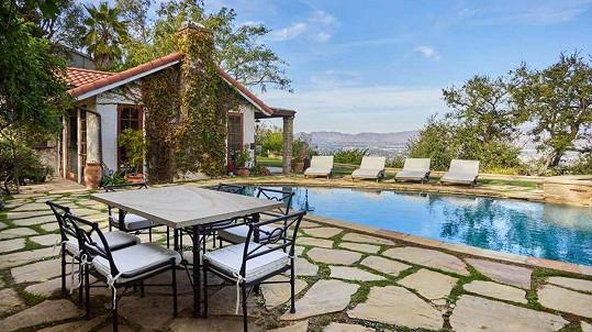 Dům Johna Stamose a jeho ženy Caitlin nabízí krásný výhled do údolí.