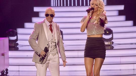 Berenika Kohoutová jako Pitbull a Jitka Boho coby Christina Aguilera