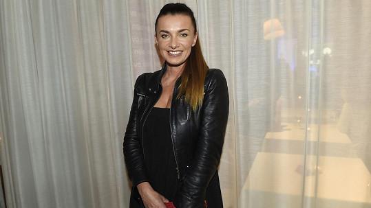 Alice na tiskovce Novy prezentovala seriál Kameňák.