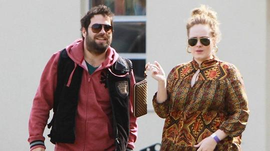 Adele se rozvádí se Simonem Koneckim.
