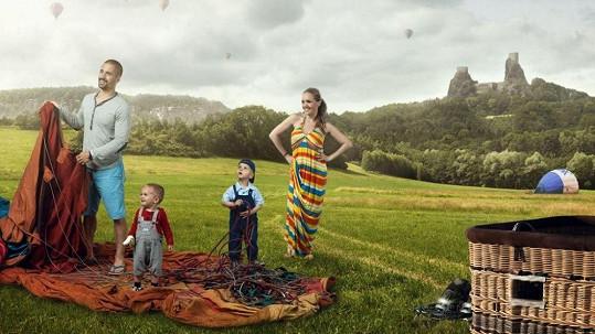Lucie nechala syna (vlevo) vyfotit pro dobrou věc.