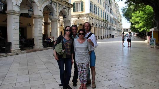 Marta Kubišová s dcerou a přáteli