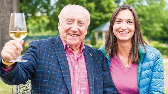Lucie Gelemová a Felix Slováček si připili na společně strávené roky.