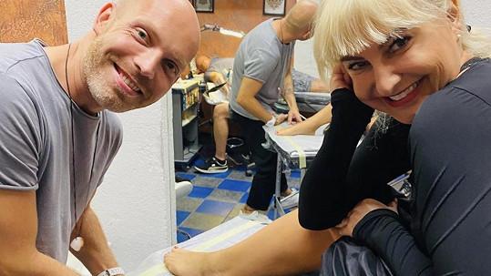 Bára Nesvadbová si nechala udělat tetování.