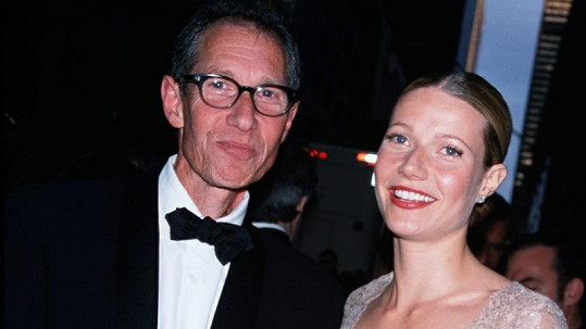 Gwyneth Paltrow s otcem Brucem na snímku z roku 2001.