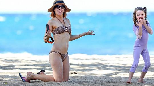 Alyson Hannigan má po dvou těhotenstvích skvělou postavu.