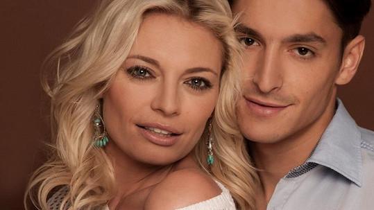 Lucie Borhyová je šťastná s Michalem Hrdličkou.