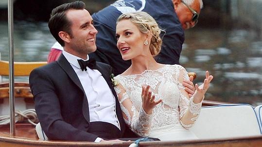 Matthew Lewis se oženil s krásnou blogerkou.