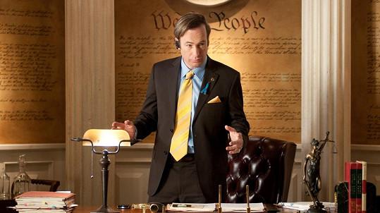 Bob Odenkirk jako Saul v seriálu Perníkový táta